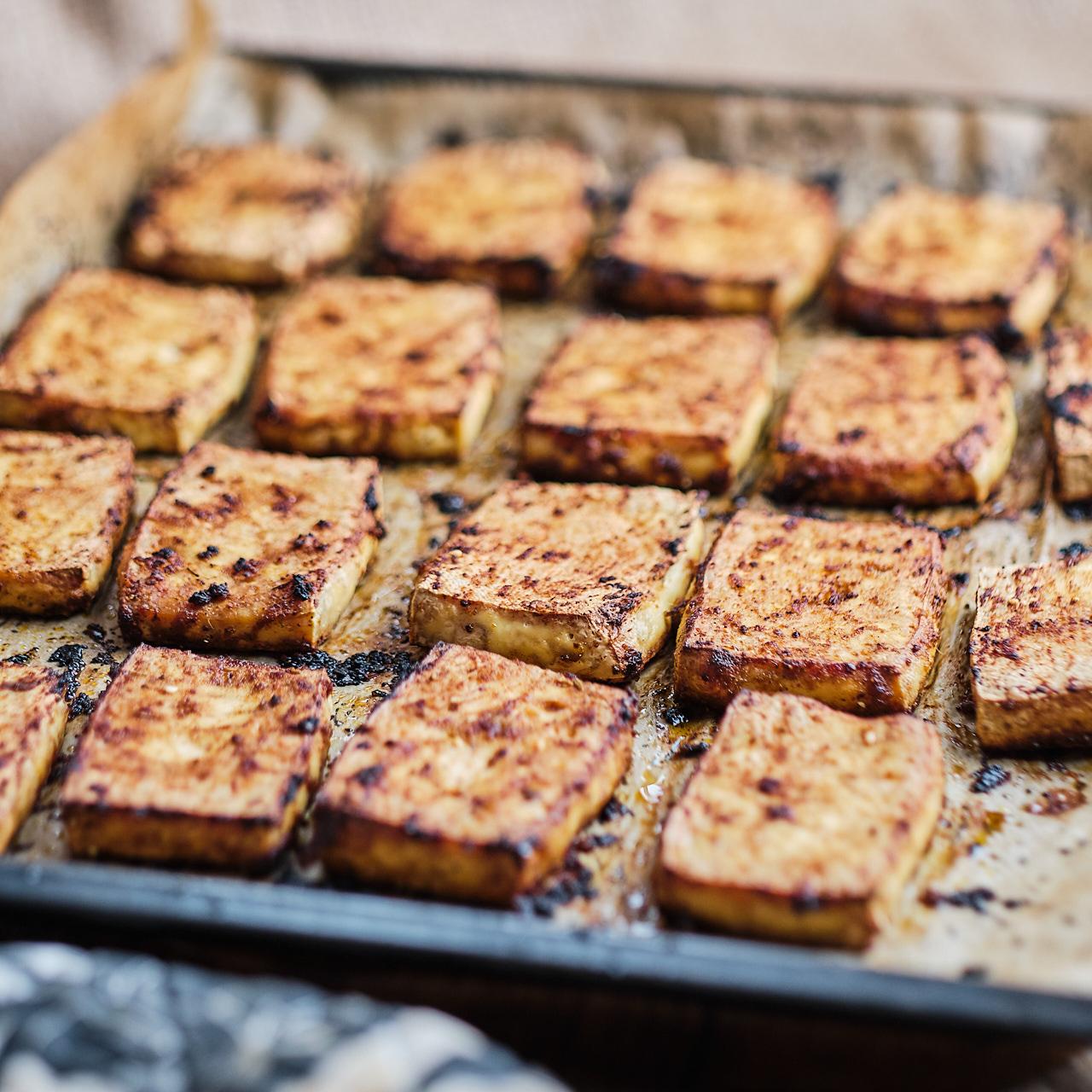 gebackene Tofusteaks als Basis für viele Gerichte